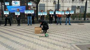 Під стінами  посольства РФ  нагадали  про зникнення  активістів