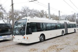 В Запорожье приехал первый троллейбус
