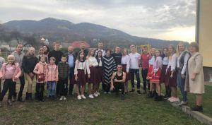 На подвір'ї Луківської школи брати Станко відкрили ігровий майданчик