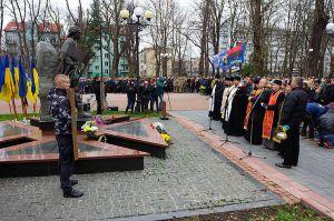 У Івано-Франківську на майдани вийшли дорослі й діти