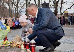 Ужгород: Свічки на підвіконнях за невинно убієнними