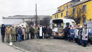 Волонтери Ізяславського району шлють подарунки на передову