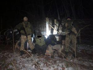 Прикордонники Чернівецького загону вилучили контрабандні цигарки