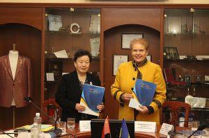 Педагоги КНУТД будут готовить бакалавров, магистров и докторов философии в Китае