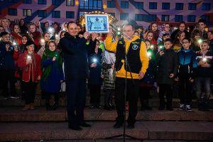 Тисячі ліхтариків у святковий вечір в Івано-Франківську