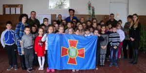 Поздравили школьников из прифронтовых населенных пунктов