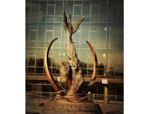 Возле Острожской академии установили скульптуры американской мастерицы