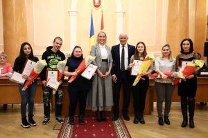 Шести детям-сиротам из Одессы подарили квартиры