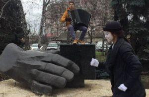 В Одессе появился необычный памятник, прославляющий человека