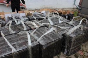 Податківці Буковини затримали бус з контрабандними цигарками