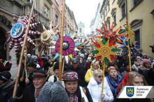 В рамках Рождественского фестиваля во Львове состоялось «Шествие звездарей»