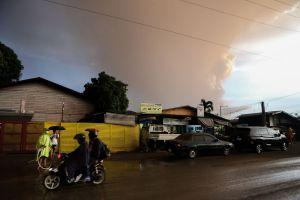 На Філіппінах через вулкан евакуюють тисячі людей
