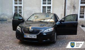 Во Львове на нужды военных продают автомобиль городского головы