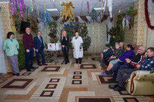Благотворители передали подарки жильцам Кременского областного дома-интерната