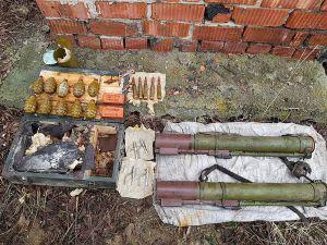 На Луганщині у схроні — протитанкові гранатомети,  набої і тротил