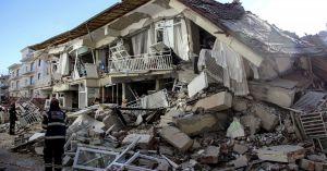 Землетрясение в Турции: десятки погибших, сотни людей без жилья