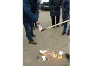 У Малині через незгоду спалили квитанції