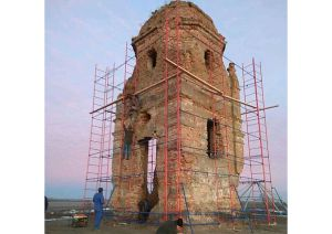 Арианскую башню в Хмельницкой области накроют от дождей и снега