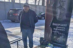 Водій уманської маршрутки вибачився біля могили героя
