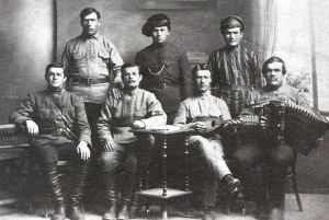 Если слева сидит Фурманов, то где Чапаев с Петькой?..