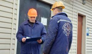 Луганские монтёры рискуют жизнью, чтобы давать людям свет