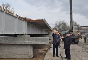Зима будівництву мосту не завадила