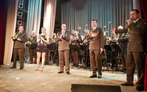 Полтавська область: Коли говорять кулемети, музи також не мовчать...