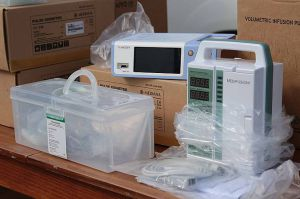 Луганские медики получили пульсометры, дыхательные аппараты