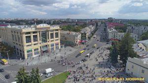 У Луцьку також  працюватимуть  лише продуктові  магазини, аптеки,  заправки