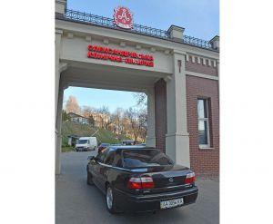 Парламент передав автівки лікарням