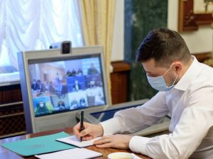 Володимир Зеленський: «Лікарям та медичним закладам потрібно приділяти особливу увагу»