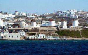 На популярних грецьких островах запровадили комендантську годину