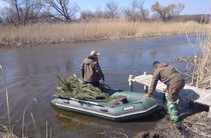 В Луганской области устанавливают гнезда для нереста рыбы