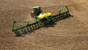 Аграриям рекомендуют ограничить проезд техники через населенные пункты