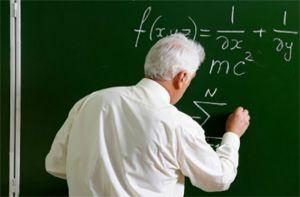 Учителям-пенсіонерам до 30 квітня повідомлять про переведення на річні контракти