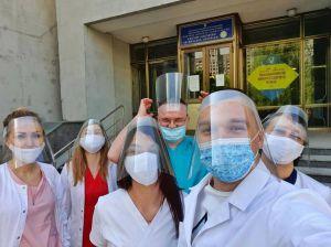 Київ: Пластуни передали медикам захисні екрани