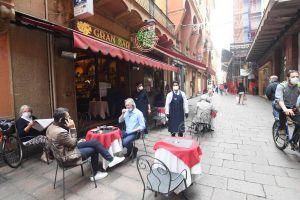 В Италии с ограничениями разрешили открыть уличные кофейни