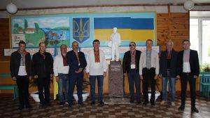 У школі Олевського району постав Кобзар