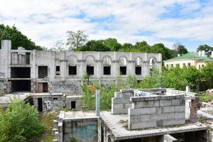 В Чернигове демонтируют недострой