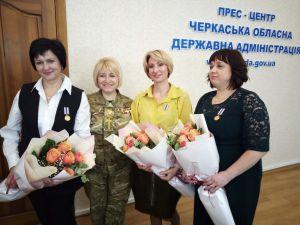 ...врачей наградили медалями