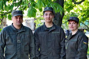 Папа, мама и сын — гвардейцы