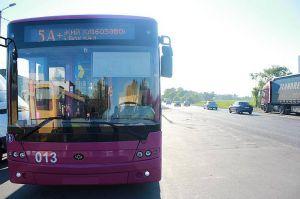 Кременчук: Тролейбус опускає «роги» і... прямує далі