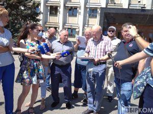 Журналісти вийшли на пікет в Одесі, протестуючи проти закону «Про медіа»