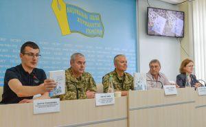 «Серебряная флейта» возвращается на Донбасс… Офицер издал книгу, чтобы собрать средства для спасения детей