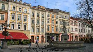У Львові медустанови заповнені на третину