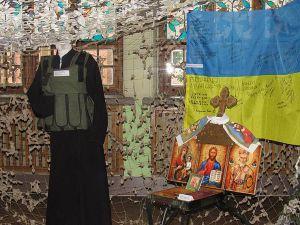 Полтавщина: Відтворили бліндаж, який стає місцем спільної молитви перед боєм