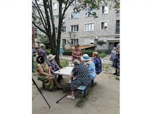Пенсионерам Умани предоставляют услуги прямо во дворах