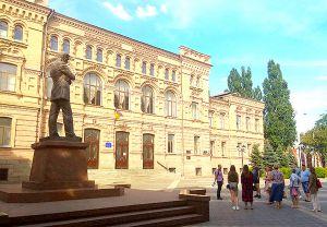 День рождения Владимира Винниченко отметили  экскурсией, дискуссией и выставкой