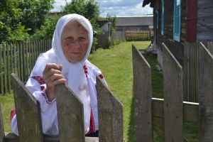 Рівненщина: Наталія Гошта волонтерить у 95 років