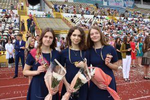 Из школы — с медалями и премиями